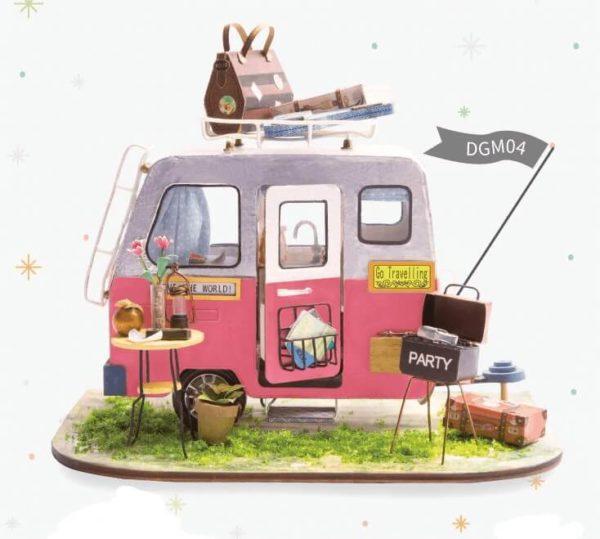 DIY Dom «Happy Camper»