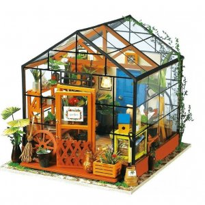 DIY Dom «Kathy's green house»